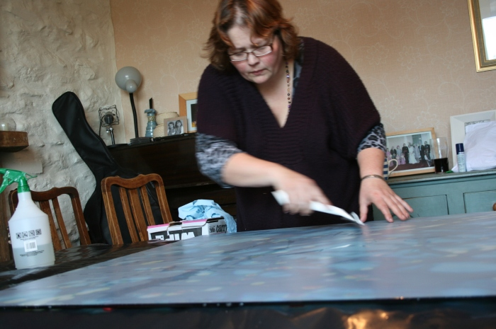 Applying digital print to glass